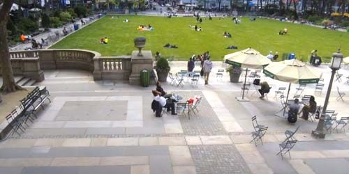 Bryant Park, view of the cafe and lawn -  live webcam , New York New York