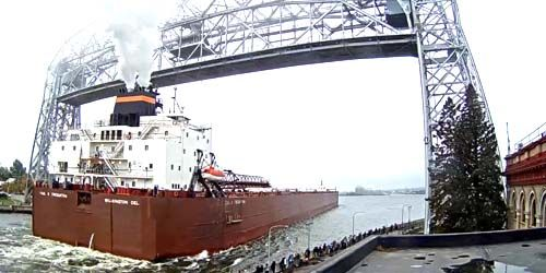 Aerial Lift Bridge -  live webcam , Minnesota Duluth