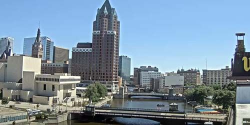 Center Office Tower, River Bridges -  live webcam , Wisconsin Milwaukee