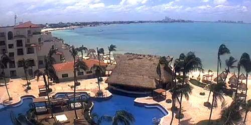 Pool and beach at Fiesta Americana -  live webcam , Quintana Roo Cancun