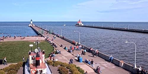 The entrance to the water channel, North Pier Lighthouse -  live webcam , Minnesota Duluth
