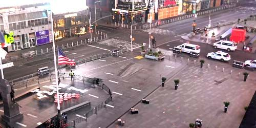 McDonald's in Times Square -  live webcam , New York New York