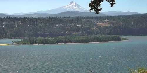 Columbia river, view of Mount Hood -  live webcam , Oregon Portland