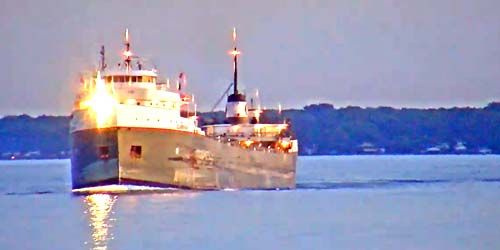 Passage of ships on the Saint Clair river in Marine City -  live webcam , Michigan Port Huron