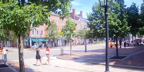 Pedestrians and traffic in Market Square -  live webcam , New Hampshire Portsmouth