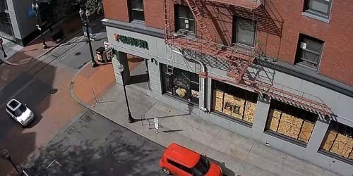 7-Eleven grocery store in the city center -  live webcam , Oregon Portland