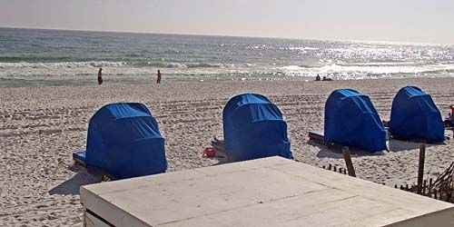 Turistas en una playa de arena -  Webcam , Florida Destin