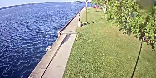 Waterfront in the town of Brockville -  live webcam , Ontario Ottawa